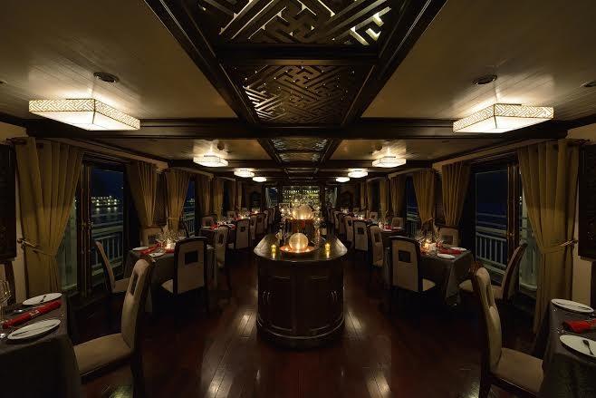 Đại tiệc hải sản sẽ được phục vụ vào bữa tối tại nhà hàng trên tầng 3 của du thuyền