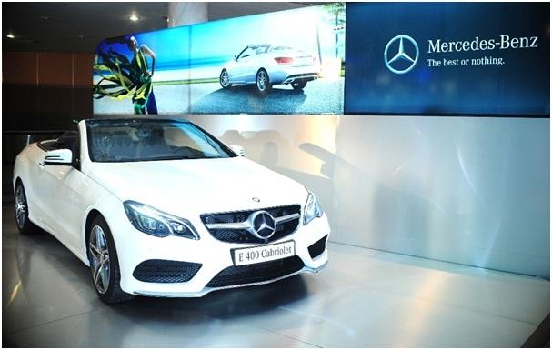 Ông Michael Behrens, TGD Mercedes-Benz Việt Nam đồng hành cùng NTK Đỗ Mạnh Cường và NTK Vivek