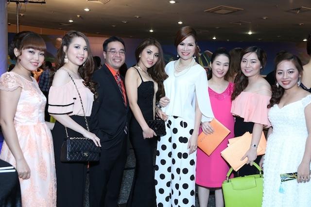 Hoa hậu Bùi Thị Hà quyến rũ dự tiệc