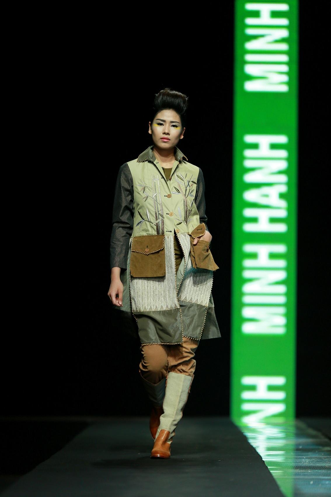Á hậu Nguyễn Thị Loan trình diễn thiết kế của NTK Minh Hạnh