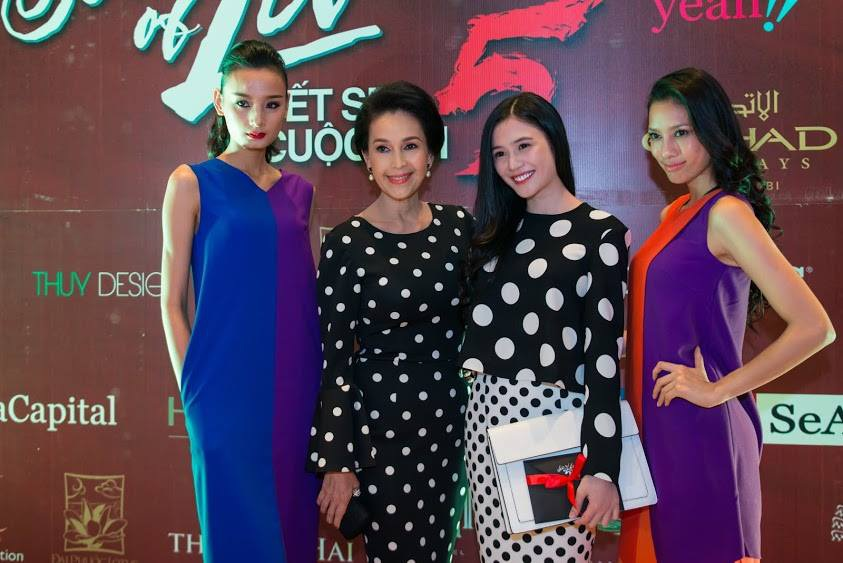 Các ngôi sao và người mẫu cùng mặc thiết kế của Đỗ Mạnh Cường dự sự kiện.