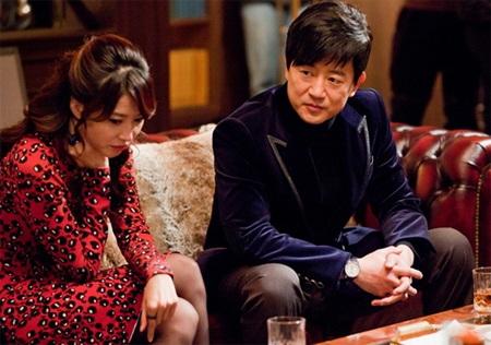 Nhưng khi đạt được mục đích, Ji Se Kwang không ngại hất cẳng cô nhân tình từng chung vai sát cánh.