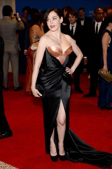 Nữ diễn viên phim Phép thuật Rose McGowan diện váy