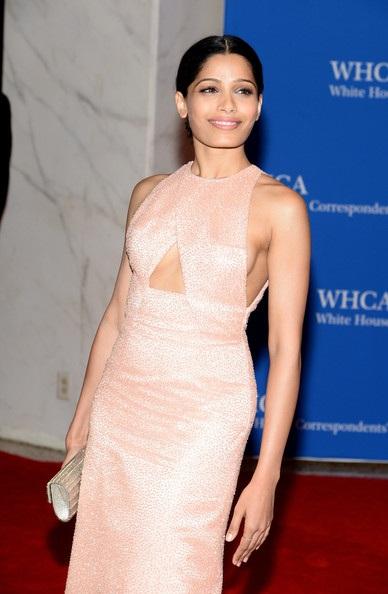 Nữ diễn viên Ấn Độ Freida diện váy