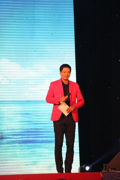 Diễn viên, người mẫu Bình Minh với vai trò MC trong chương trình