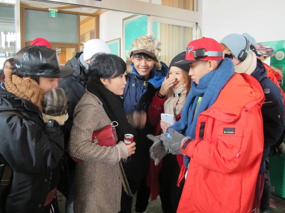 Phút trò chuyện vui vẻ của Phương Thanh với các thí sinh trong giờ giải lao