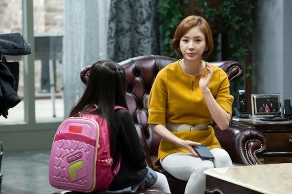 Jang Shin Young tái ngộ khán giả với vũ khí sắc đẹp