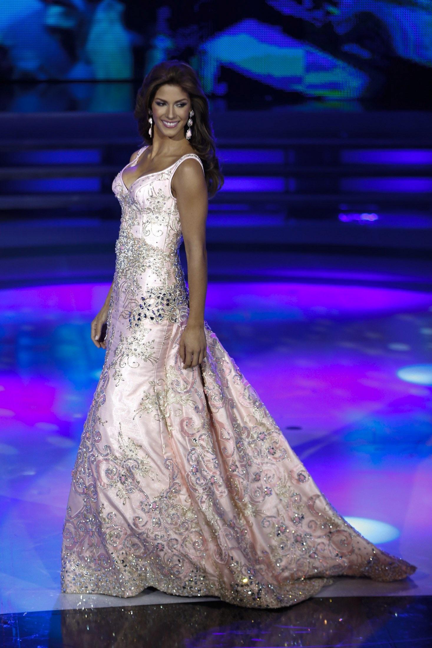 Mariana Jimenez quyến rũ với váy dạ hội