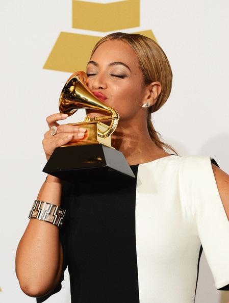 Giống như chồng Jay-Z, Beyonce cũng từng giành 17 giải Grammy