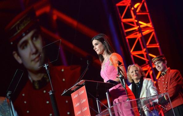 Sandra Bullock rạng rỡ khi lên nhận giải nữ diễn viên xuất sắc nhất