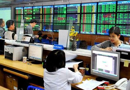 Mã lớn tăng kéo VN-Index tăng điểm mạnh dù có nhiều mã trên thị trường bị xả mạnh.