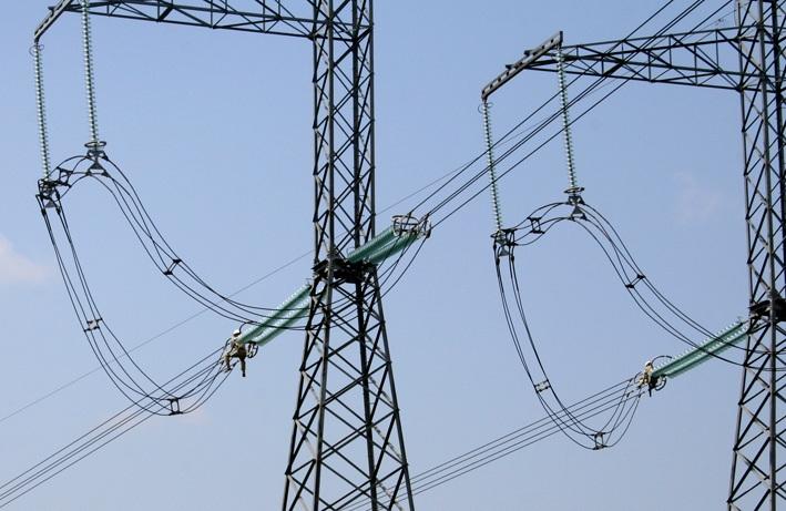 Miền nam thường xuyên lâm vào cảnh thiếu điện.