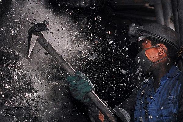Mặc dù có kế hoạch giảm lương, nhưng thu nhập của lao động Vinacomin vẫn tăng nhẹ trong năm 2013.