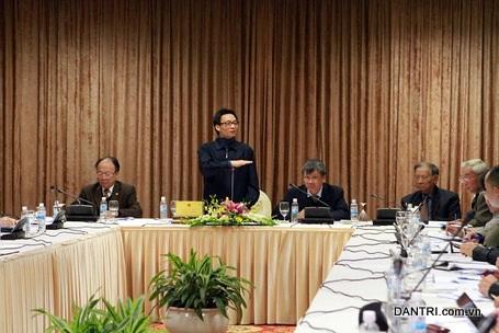 Phó thủ tướng Vũ Đức Đam chỉ đạo tại cuộc họp Hội đồng tư vấn ngày 31/12/2013 (ảnh: BD).
