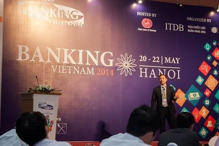 Ông Trần Nhất Minh thuyết trình tại Hội thảo