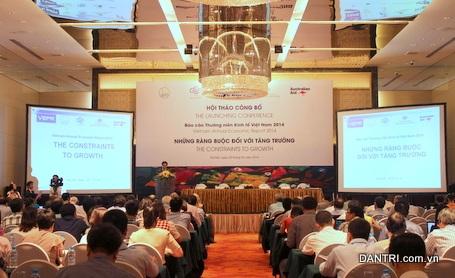 Hội thảo công bố Báo cáo thường niên Kinh tế Việt Nam 2014 đang diễn ra tại Hà Nội (Ảnh: CN).