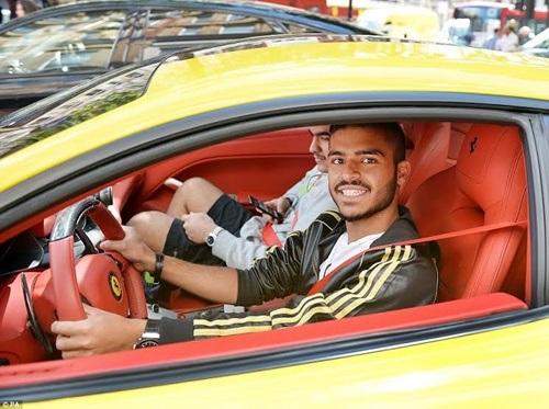 Nụ cười của một chủ sở hữu siêu xe đến từ Ả-rập Xê-út.