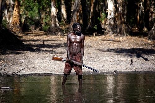 Roy Gaykamangu, thợ săn người Yolngu có kinh nghiệm hàng chục năm săn cá sấu.