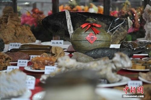 Trên bàn tiệc còn xuất hiện các món đặc sản của đất Vân Nam.