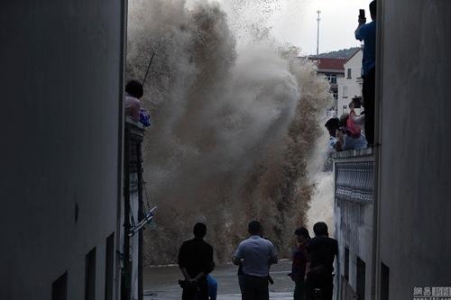 Hơn 1 triệu người dân trong vùng bão được di dời tới nơi an toàn.