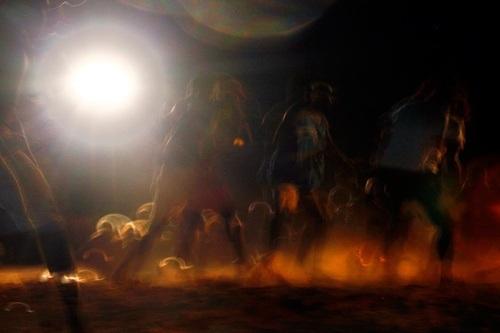 Người Yolng nhảy múa trong buổi lễ cầu may.