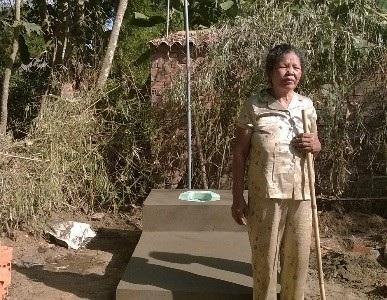 Người dân ở xã Long Hiệp (Trà Vinh) được xây nhà vệ sinh hợp tiêu chuẩn (Ảnh: T.H)