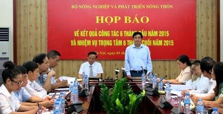 Bộ trưởng Bộ NN&PTNT phát biểu tại cuộc họp báo (Ảnh: T.N)