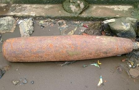 Quả bom nặng 250 kg đang chờ xử lý
