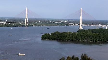 Năm 2010 cầu Cần Thơ được khánh thành nối liền giao thông ĐBSCL