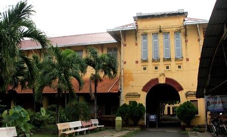 Nhiều người vẫn muốn bảo tồn và tu tạo ngôi trường gần trăm tuổi này.