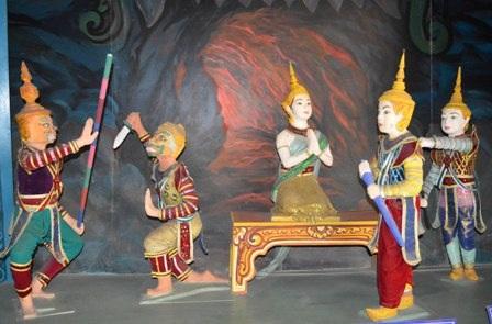 Mô hình sân khấu Rô băm được lưu giữ tại nhà trưng bày văn hóa của đồng bào Khmer