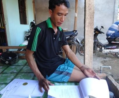 Bé T. theo mẹ về Việt Nam ở với ông ngoại đã 3 năm nay nhưng vẫn chưa làm được giấy khai sinh.
