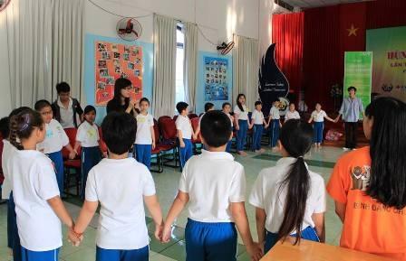 Các em học sinh tham gia hoạt động ngoại khóa ở trường THPT Thái Bình Dương trong những ngày hè