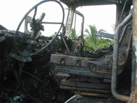 Chiếc xe bị cháy thành đống sắt vụn