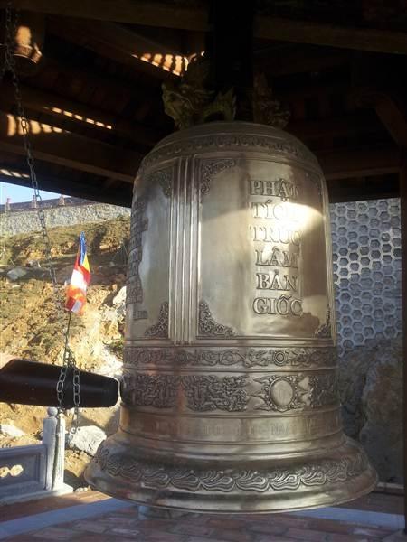 Chuông đồng có khắc tên chùa Trúc lâm Bản Giốc