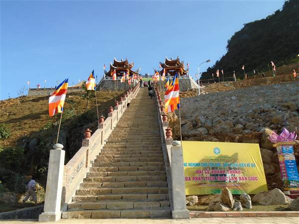 Chùa được xây dựng theo lối kiến trúc thuần Việt.