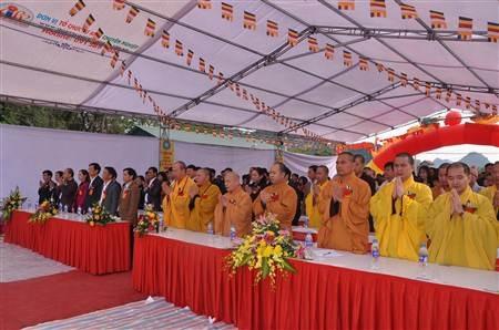Các đại biểu tham dự buổi lễ khởi công.