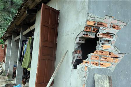 Vụ sạt lở đã khiến cho gia đình của anh Tuyền bị thiệt hại nặng.