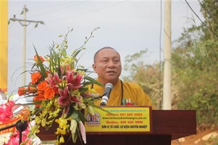 Hòa thượng Thích Gia Quang phát biểu tại buổi lễ.