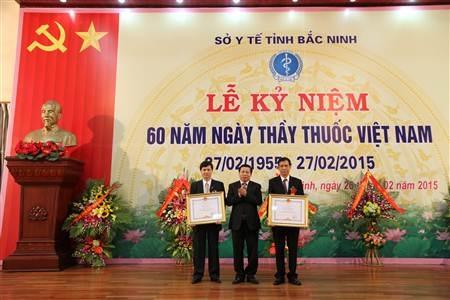 Ngành Y tế tỉnh Bắc Ninh đón nhận Bằng khen của Thủ tướng Chính phủ.