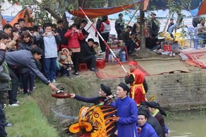 """Năm nay, Lễ hội vùng Lim nghiêm cấm tất cả các hình thức hát quan họ """"ngả nón nhận tiền""""."""