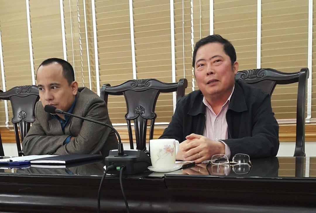 Phó Chủ tịch UBND tỉnh Lào Cai Nguyễn Thanh Dương (bìa phải) trong buổi làm việc với PV