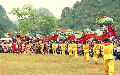 Múa rồng tại lễ hội.