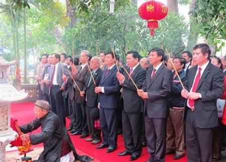 Đại diện lãnh đạo, chính quyền nhân dân tham dự lễ hội.