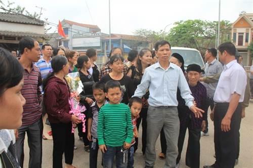 Rất đông người thân và gia đình ông Nguyễn Thanh Chấn tới dự buổi xin lỗi công khai.