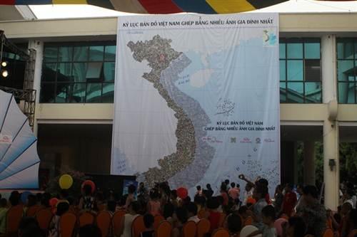 Tấm bản đồ Việt Nam được ghép bằng nhiều ảnh gia đình nhất.
