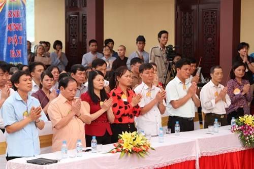 Các đại biểu, lãnh đạo địa phương tham dự đại lễ.