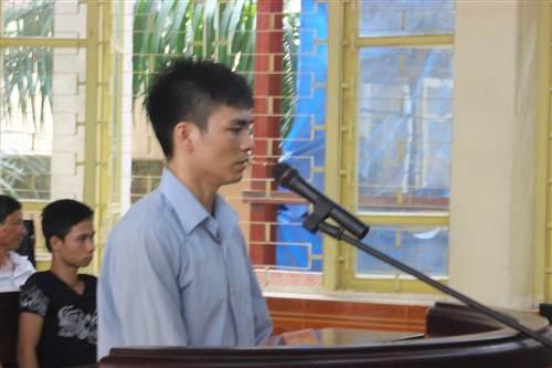 Trong khi bà Hà khăng khăng cãi tội giúp mình thì Lý Nguyễn Chung lại nhận tội.