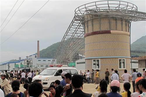 Hiện trường vụ tai nạn khiến cho 3 công nhân bị thương vong.