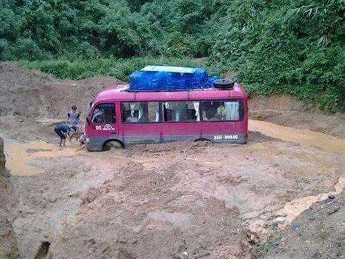 Tuyến Quốc lộ 4D đoạn qua khu vực huyện Sìn Hồ bị sạt lở và chia cắt.